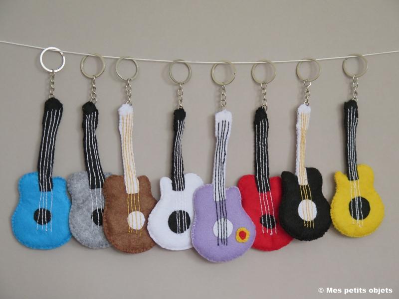 "N° 14 : Porte-clefs ""Guitares 2"""