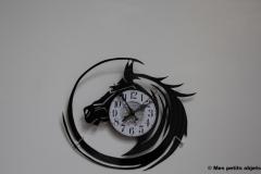 cheval avec horloge